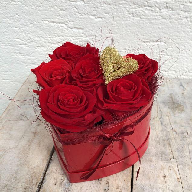 Bild von Ein Rosenbox-Herz mit 6 echten, stabilisierten Rosen in Rot Ø ca. 14 cm