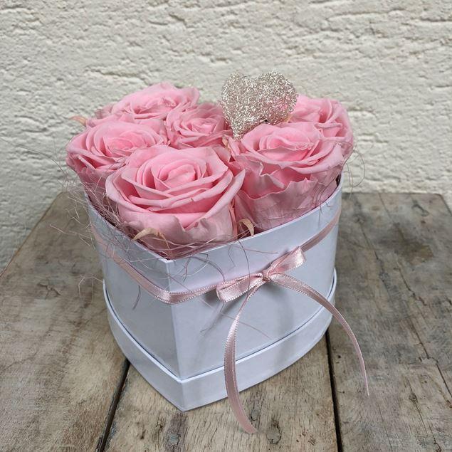 Bild von Ein Rosenbox-Herz - mit 6 echten, stabilisierten Rosen in Rosa Ø ca. 14 cm