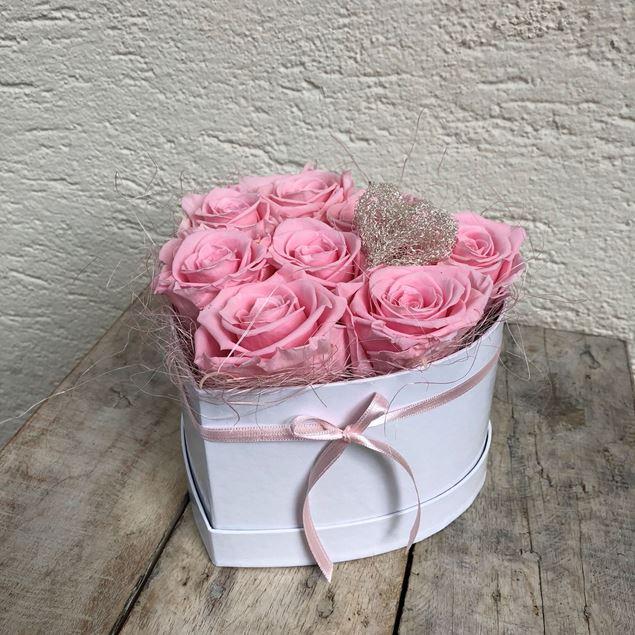 Bild von Ein Rosenbox-Herz mit 8 echten, stabilisierten Rosen in Rosa Ø ca. 18cm