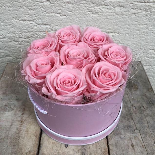 Bild von Eine Rosenbox - rund, in Rosa, mit 8 rosafarbenen, echten, stabilisierten Rosen Ø ca. 18cm