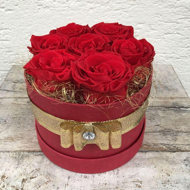 Bild von Festliche Rosenbox - rund, in rot, mit 7 roten, echten, stabilisierten Rosen  Ø ca. 15 cm