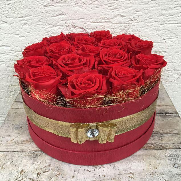 Image de Boîte à roses – ronde, en rouge, avec 17 roses véritables, stabilisées, en rouge