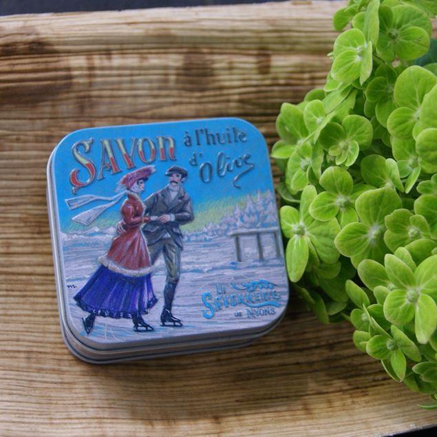 savon-à-lhuile-dolive-boîte-métal-patinage
