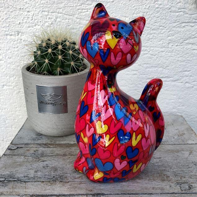 Coole Keramik-Katze rot mit bunten Herzen