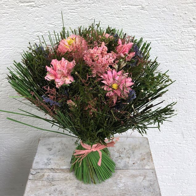 Trockenblumen-Strauss in rosa-grün Tönen