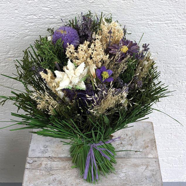 Trockenblumen-Strauss in lila-weiss-grün Tönen